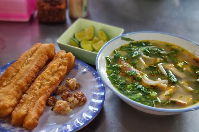 Quán bánh canh cá lóc vùng ven Đà Nẵng, mỗi sáng bán 350 tô - 6